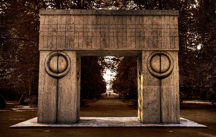 The kiss gate