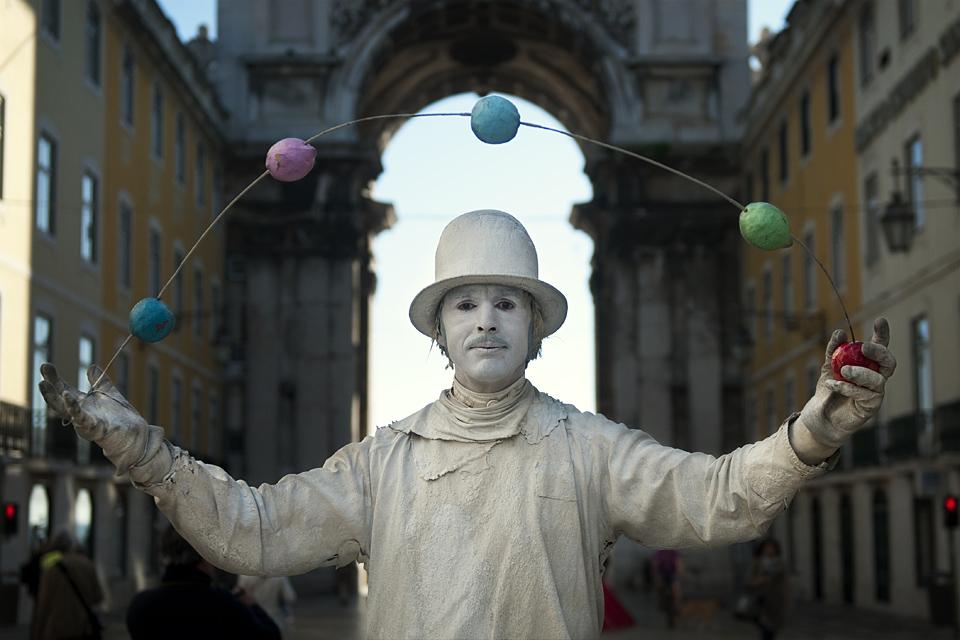 Frozen juggler