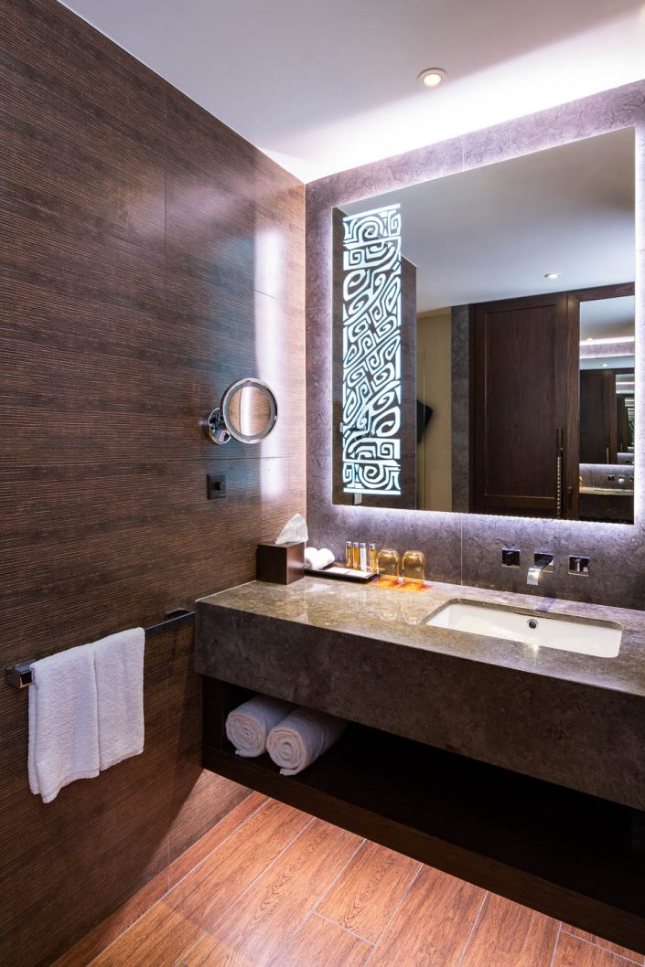 Standard room bathroom, Lapita Hotel