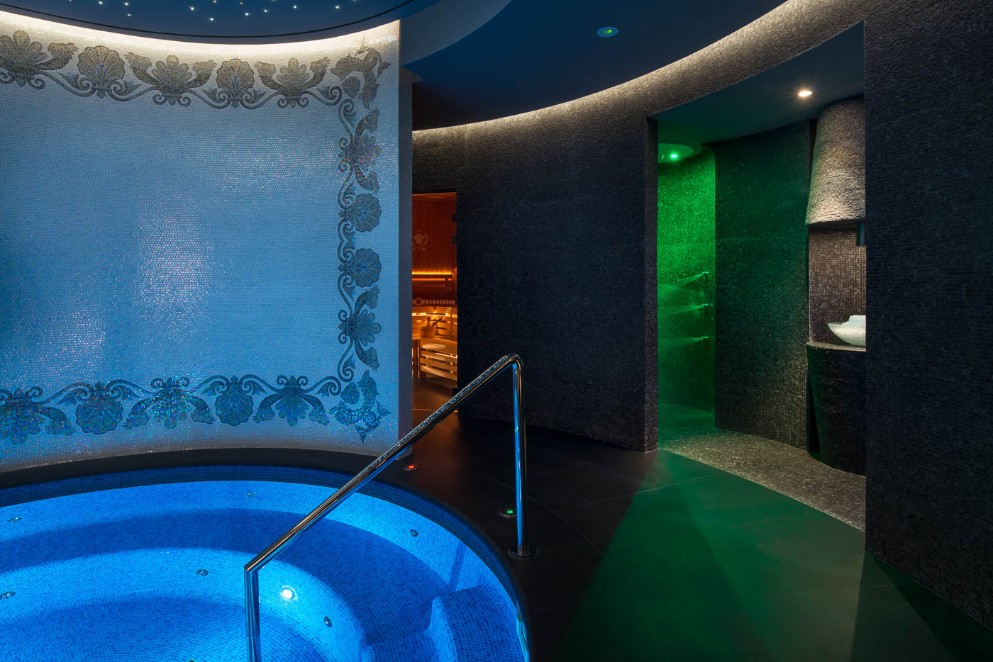 Hotel and resort photography - Spa, swimming pool and bathroom ...